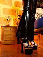 Handcuffed in a net bag, pic 3