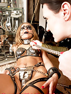 Ely puts herself in steel cuffs, pic 13