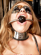 Ely puts herself in steel cuffs, pic 6